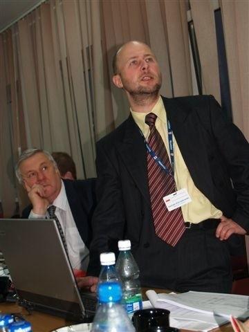Skarbnik gminy Dariusz Korczakowski mówi o potrzebie zaciskania pasa