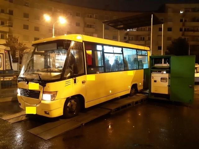 Usterki powodujące niedopuszczenie samochodu do ruchu znaleziono w 2 autobusach z 9 skontrolowanych. ITD w środę przeprowadziła kontrole taboru kolejnego przewoźnika obecnego we Wrocławiu. DLA kwituje, że to przypadek, ale zapewnia, że nie lekceważy ustaleń inspektorów