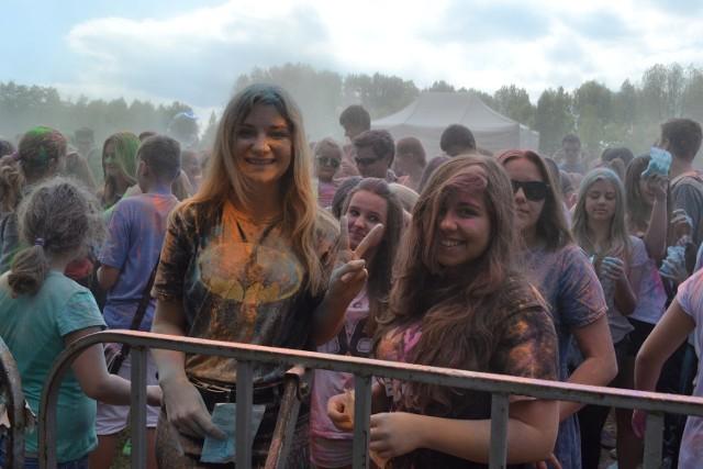 Festiwal kolorów w parku Lisiniec przyciągnął tłumy. To było istne szaleństwo kolorów i barw.