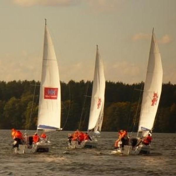 Na mazurskim jeziorze Ryn odbyły się Radomskie Regaty Żeglarskie.
