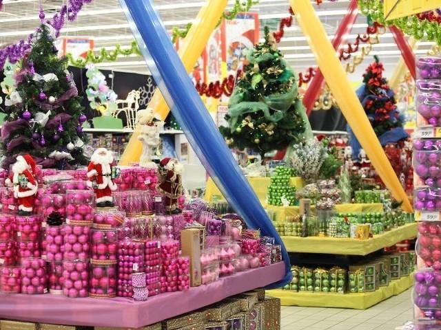 W sklepach już od listopada panuje świąteczna atmosfera