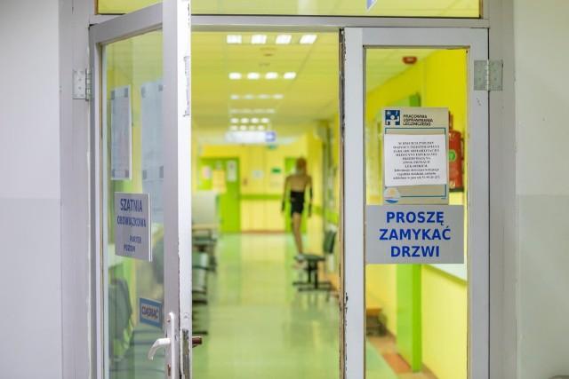 """Śledczy będą wyjaśniać, czy doszło do """"niewłaściwego wykonania czynności"""" przez lekarza ze szpitala MSWiA w Bydgoszczy. 15 lutego przeprowadzono tam u 62-letniej pacjentki zabieg chirurgiczny """"korekty"""" odźwiernika żołądka. Operowana zmarła 18 marca po trzytygodniowym pobycie na OIOM-ie."""