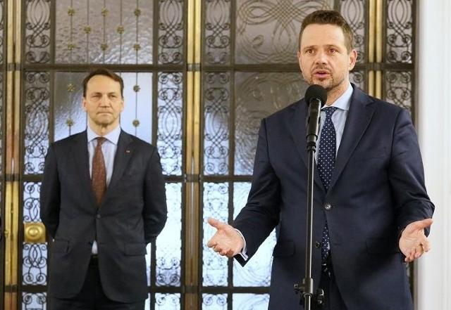 Nowym przewodniczącym PO może zostać Rafał Trzaskowski albo Radosław Sikorski. Ten drugi ma jednak wielu wrogów, co może utrudnić jego wybór na szefa partii, która traci w sondażach.
