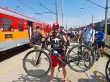 Jedyna taka podróż! Pociąg z setką rowerzystów dojechał do Sandomierza. Miłośnicy dwóch kółek wyruszyli na wycieczki [ZDJĘCIA]