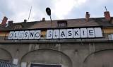 Gruntowny remont 100-letniego dworca PKP w Oleśnie. Zniknęły kultowe scrabble! [ZDJĘCIA]