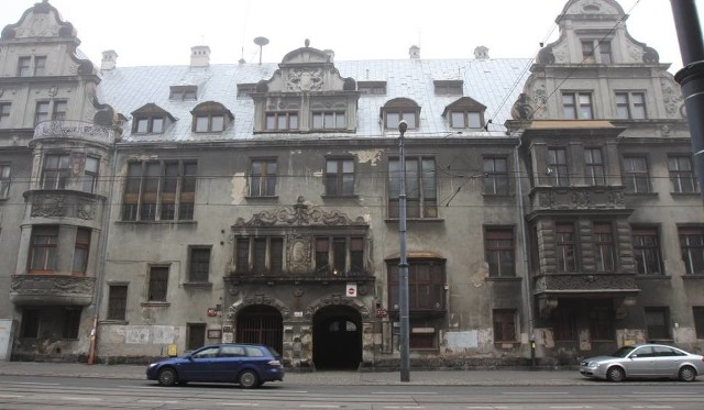 Ślady dawnej świetności na elewacjach ogrodowych pałacu Karola i Emila Steinertów z lat 1909 - 1910 przy ul. Piotrkowskiej 272