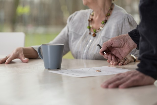 Jeżeli na emeryturze będzie miał w portfelu 1,8 tys zł, to do utrzymania godziwego poziomu życia sprzed emerytury będzie mu brakowało 1750 zł.