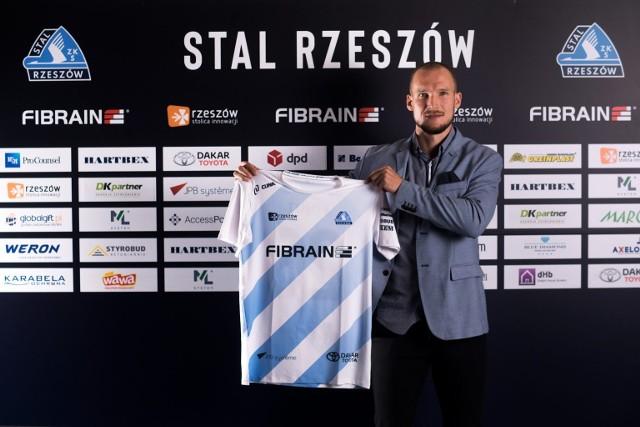 - Cieszę, że od razu po zakończeniu kariery mogłem wejść w zupełnie inną rolę, choć związaną z piłką nożną, którą kocham od dziecka - mówi Jarosław Fojut, dyrektor sportowy Stali Rzeszów
