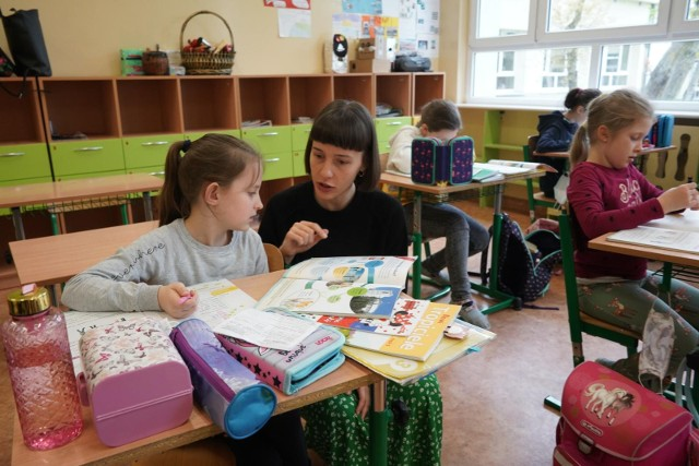 Podczas pandemii wzrosła nieznacznie liczba czytających książki, ale wciąż jesteśmy w tyle wśród krajów europejskich, gdzie czytanie jest codziennością.