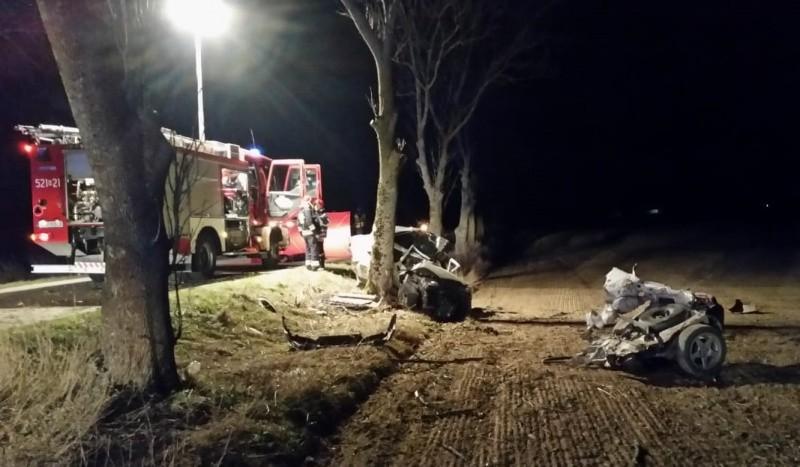 5 kwietnia, około godziny 22.30, strażacy zostali wezwani do miejscowości Krupin, gdzie kierujący samochodem marki Fiat Seicento uderzył w drzewo.