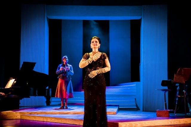 """28 lutego na deskach Opery Śląskiej w Bytomiu zostanie zaprezentowany spektakl teatralno-muzyczny """"Callas Master Class"""". Z kolei 1 marca wystawiony zostanie w Teatrze Śląskim w Katowicach."""