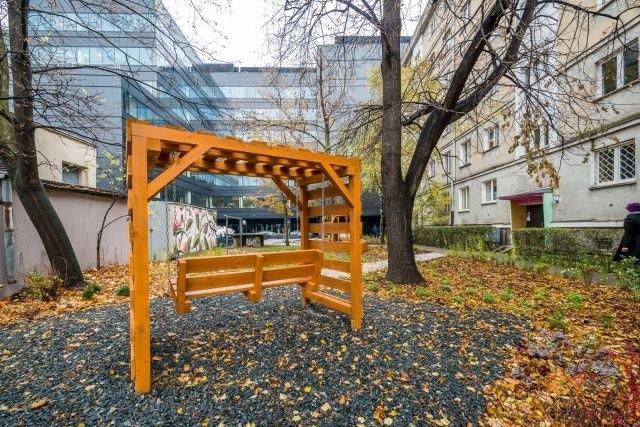 Mieszkańcy mają do dyspozycji m.in. huśtawkę i nowe ławki, pozostały do wykonania ostatnie prace.