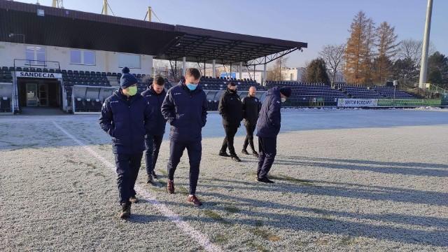 Przez zamarzniętą płytę Sandecja nie mogła zagrać w środę meczu ligowego z GKS 1962 Jastrzębie