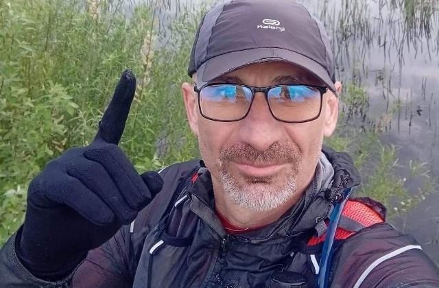 Ks. Paweł Prüfer biegł od 21.00 w piątek 21 maja do 21.00 w sobotę.