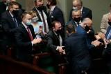 Burzliwe obrady ws. wniosków o wyrażenie wotum nieufności wobec trzech ministrów i wicemarszałka. Jak głosowali posłowie?