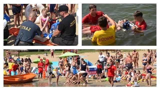 """Wypoczywający na plaży miejskiej w Rudniku mieli okazję przypomnienia sobie zasad udzielania pierwszej pomocy i zarazem przećwiczyć je. Organizatorem pokazów i akcji """"Pływam z bojką"""" był MORiW, Straż Pożarna Grudziądz oraz ratownicy WOPR."""