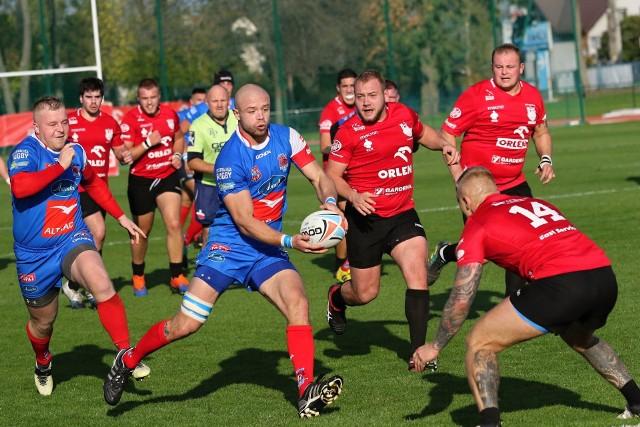 Orkan (czerwone koszulki) i Pogoń (niebieskie) grają o prawo gry w małym finale. Tam już czeka warszawska Skra. Mecz o brąz trzeciego lipca