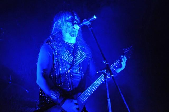 Statusem gwiazdy bezkompromisowego metalu olsztyński Vader cieszy się od dawna. Kapela debiutowała na początku lat osiemdziesiątych, od początku konsekwentnie rozwijając swoje brzmienie i markę.