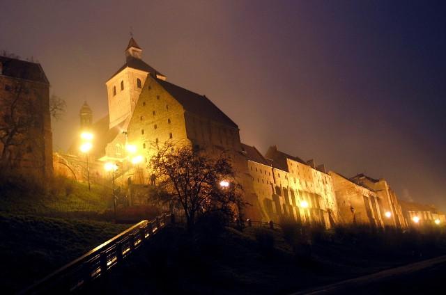 Nocne zwiedzanie Grudziądza w towarzystwie przewodnika PTTK na pewno będzie ciekawą atrakcją