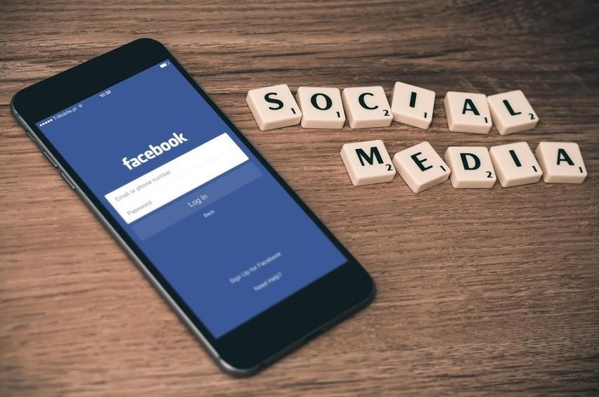 Regulamin Facebooka wymaga aby użytkownik który zakłada...