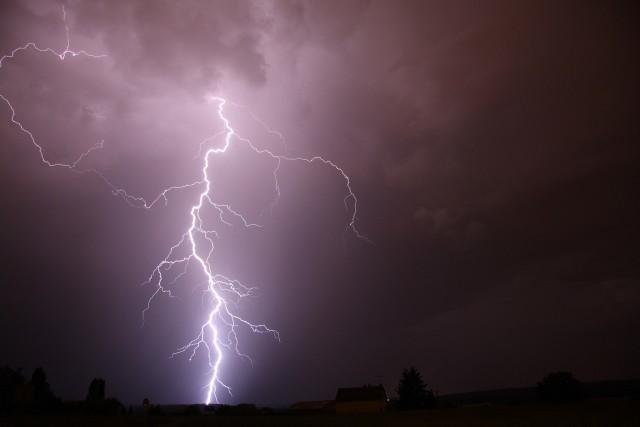Nad województwo lubelskie nadciągają burze z gradem. W regionie obowiązuje także ostrzeżenie hydrologiczne