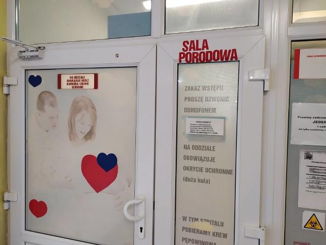 1 stycznia powitaliśmy na świecie nowych Lubuszan. W szpitalach w Zielonej Górze i Gorzowie urodziło się kilkoro maluszków.Aby zobaczyć zdjęcia pierwszych maluszków, przejdź do GALERII>>Pracowity dzień na porodówce w Zielonej Górze1 stycznia w Szpitalu Uniwersyteckim w Zielonej Górze przyszło na świat pięcioro dzieci: 3 chłopców i 2 dziewczynki.Pierwsza, o godz. 2.00 urodziła się Milena Lewandowska, córka Anety i Marka z Zielonej Góry. Urodziła się w 39 miesiącu ciąży, waga 3275 g, wzrost 53 cm.Drugi, o godz. 2.07 urodził się Piotruś, syn Izabeli i Mirosława z Zielonej Góry. Urodził się w 33 tygodniu, więc jest wcześniakiem, waga 1855 g, wzrost 42 cm.Jak informuje położna Małgorzata Sass, był to pracowity dzień na porodówce. – Pięcioro dzieci to sporo, bo przeważnie rodzi się około 2-3 dzieci – słyszymy.W Gorzowie pierwszy był Eryk W gorzowskim szpitalu w 2020 roku jako pierwszy na świat przyszedł Eryk. Urodził się dokładnie o godz. 11.23. Natomiast pierwszą gorzowianinką 2020 roku jest Lilia, która na świat przyszła o godz. 14.28. Wszystkim szczęśliwym rodzicom gratulujemy!Zobacz też: Szpital Uniwersytecki w Zielonej Górze ma pierwszą w Polsce salę gamingową