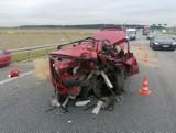 Groźny wypadek tuż pod Wrocławiem. Auto zmasakrowane