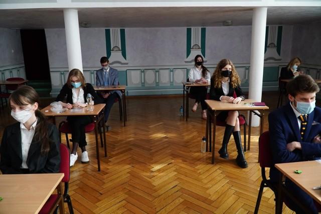 Matura z języka rosyjskiego na poziomie rozszerzonym odbędzie się 17 maja 2021 roku. Sprawdź odpowiedzi, wyniki i arkusze CKE. Sprawdź arkusze i odpowiedzi--->