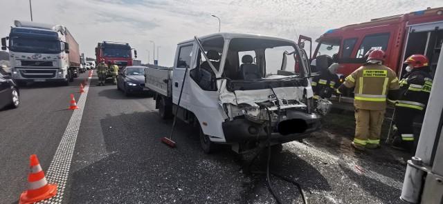 We wtorek, 20 kwietnia ok. godziny 10. na DK 10 w Pawłówku zderzyły się samochód ciężarowy i auto dostawcze.