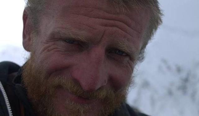 """Ojciec Tomasza Mackiewicza wierzy, ze jego syn wciąż żyje. """"Jestem zbulwersowany tym, że pozostawiono Tomka tam na górze"""" (zdjęcia, wideo)"""