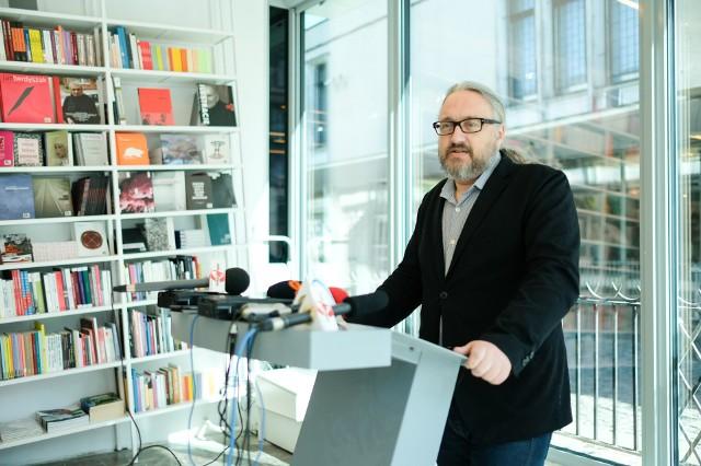 Nowy dyrektor galerii chce zmienić percepcję sztuki współczesnej.