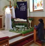 Groby Pańskie w kościołach w Tarnobrzegu. Adoracja w cieniu pandemii tylko dla nielicznych [ZDJĘCIA]