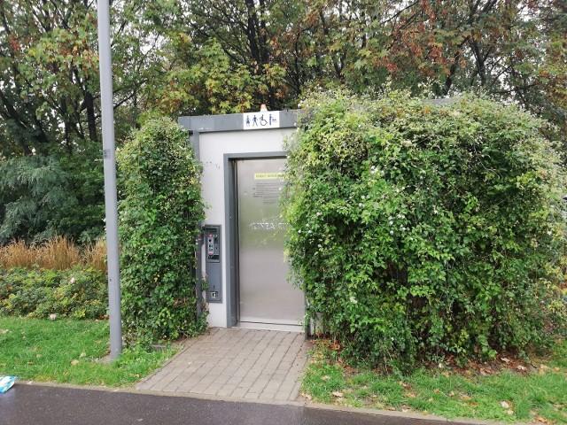 Poznańskie toalety automatyczne są przygotowywane do sezonu i odkażane pod kątem profilaktyki przeciwwirusowej