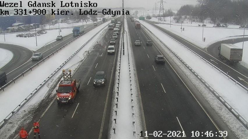 Przewrócona ciężarówka na Obwodnicy Trójmiasta w czwartek,...