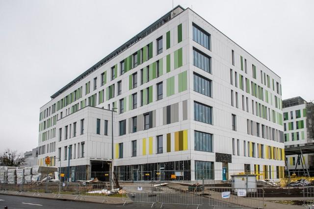 Budowa Wielkopolskiego Centrum Zdrowia Dziecka rozpoczęła się w 2018 roku. Dziś z zewnątrz obiekt jest niemal gotowy