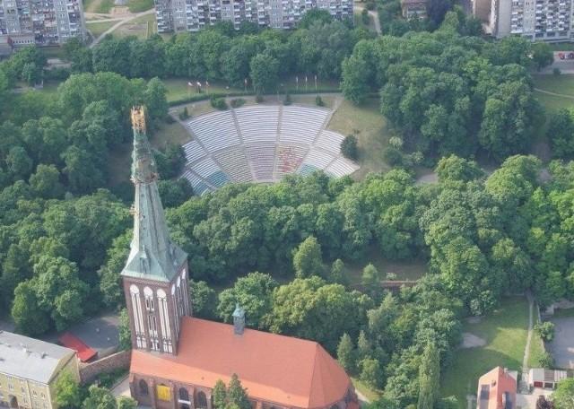 Na zdjęciu z lotu ptaka widać stargardzki amfiteatr. To tam pojawi się siódma kamera monitoringu miasta.