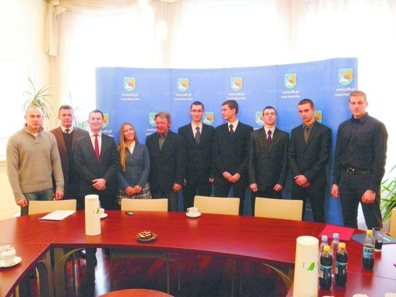 Sześć z ośmiu stypendiów sportowych powędrowało do zawodników UKS MOS Ełk.