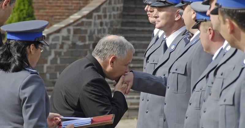 Gafa byłego premiera to jedyny komiczny element jego wczorajszej wizyty.