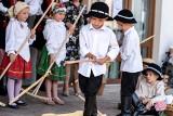 """Wiejskie dożynki w Mietniowie. Najmłodsi """"żniwiarze"""" zachwycili publiczność [ZDJĘCIA]"""