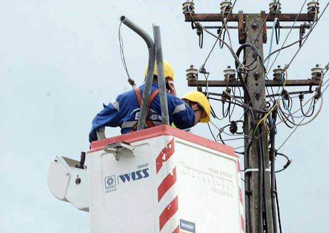 Dzisiaj nie będzie prądu w wielu miastach woj. śląskiego - informuje Tauron.Podajemy planowane wyłączenia prądu w woj. śląskim. Wyłączenia prądu są spowodowane niezbędną konserwacją czy naprawą sieci. Na liście mamy najważniejsze miasta oraz powiaty w regionie i konkretne adresy, gdzie nie będzie prądu. Tauron Dystrybucja podaje planowane przerwy w dostawie energii elektrycznej w miastach z datami i godzinami.Przesuwaj w prawo - naciśnij strzałkę lub przycisk NASTĘPNE