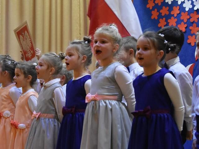 W Kobylance odbyła się uroczysta akademia z okazji setnej rocznicy odzyskanie przez Polskę niepodległości