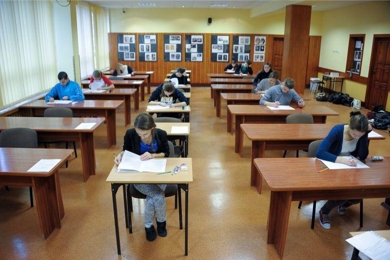 Młodzież sprawdza kierunki studiów i pod tym kątem zmienia wybrane przedmioty