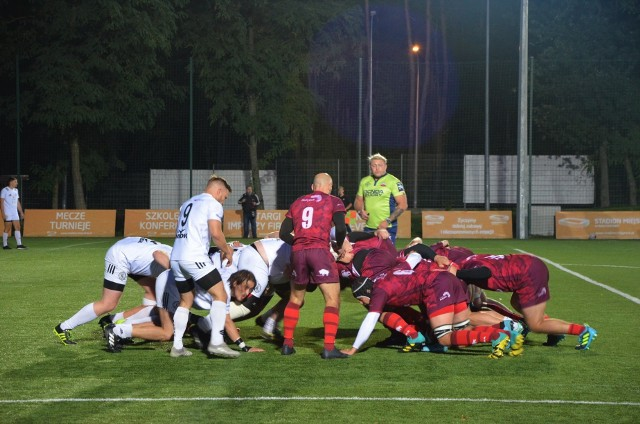 Zawodnicy Rugby Białystok (ciemniejsze stroje) zagrają z Budowlanymi Łódź