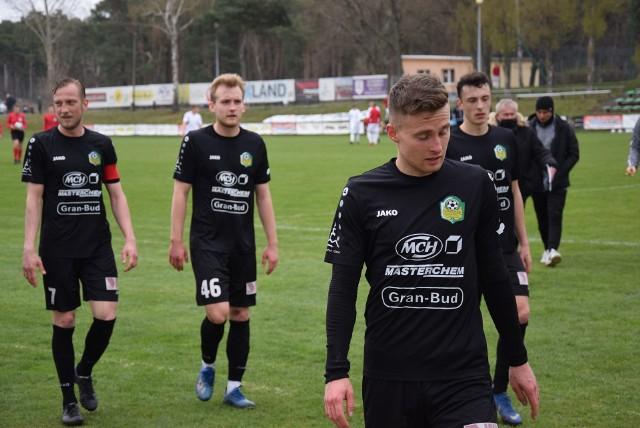 Piłkarze Lechii Zielona Góra przegrali (0:3) wyjazdowy mecz z Piastem Żmigród.