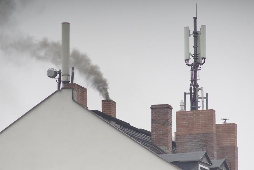 Ponad sto pieców na Jeżycach już nie dymi - inne szkodliwe...