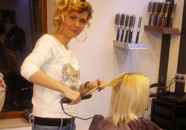 Karolina Łyżwa, właścicielka Studia Fryzur Ombre w Samsonowie, każdą fryzurę dobiera indywidualnie do klienta.
