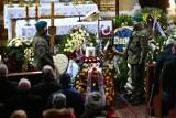 Ryszard Szurkowski spoczął na cmentarzu w Wierzchowicach na Dolnym Śląsku. Na pogrzeb przyszły tłumy [ZDJĘCIA]