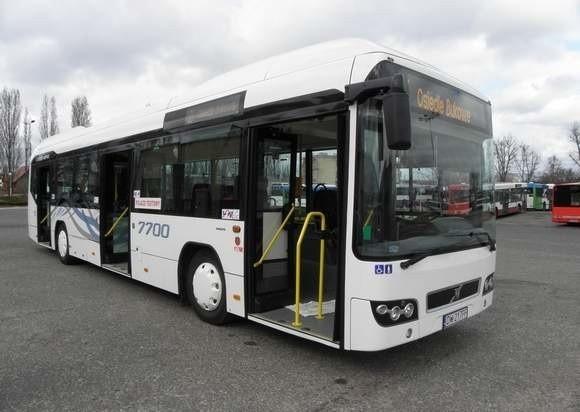 Pierwszy autobus hybrydowy będzie testowany w naszym mieście przez tydzień. Hybrydowe Vovlo spala około 30 litrów na 100 kilometrów (standardowe - 40-45 litrów). W czasie jazdy ładują się baterie napędu elektrycznego. Kierowca w każdej chwili może z niego skorzystać.