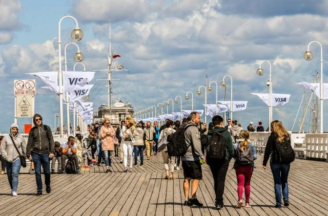 Liczba turystów zagranicznych przyjeżdżających do Polski rośnie, odpowiednio rosną też kwoty, które u nas zostawiają. Tylko w zeszłym roku odwiedzający nasz kraj wydali w Polsce 34,5 mld zł – wynika z najnowszego raportu Najwyższej Izby Kontroli.