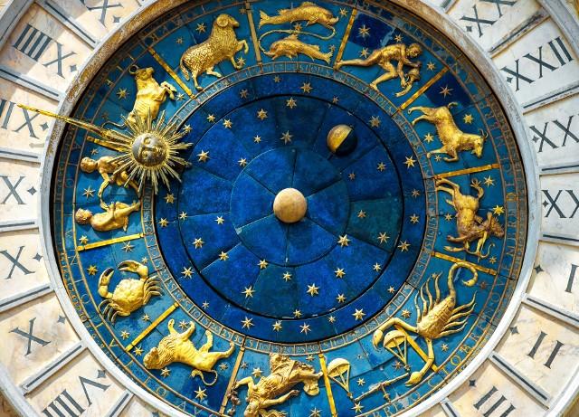 Luty niektórym znakom zodiaku przyniesie drobne smutki, zaś innym powody do radości i zadowolenia. Jednak jak podpowiada horoskop miesięczny na luty - wszyscy powinni się mieć na baczności.ZOBACZ Co czeka poszczególne znaki zodiaku w lutym? >>>> Przejdź DALEJ i sprawdź horoskop miesięczny dla każdego znaku zodiaku.